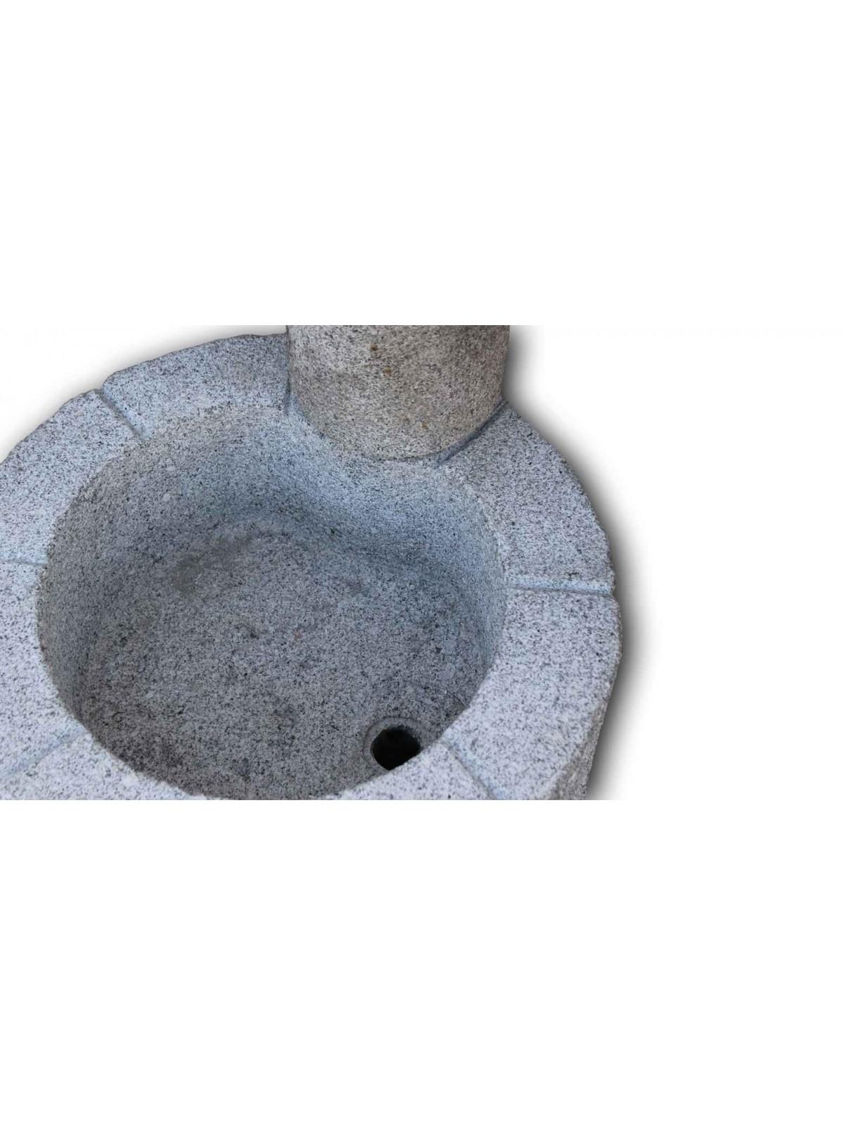 Niska fontanna z szarego Granitu n.2